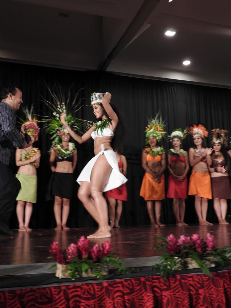Melanie Amen, originaire des USA, gagne ce premier championnat du monde de 'ori tahiti.