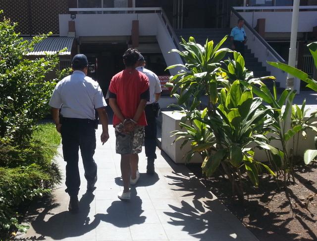 Arrivé menotté entre deux policiers, le gendre aux pulsions suicidaires a été condamné à 12 mois de prison avec sursis.