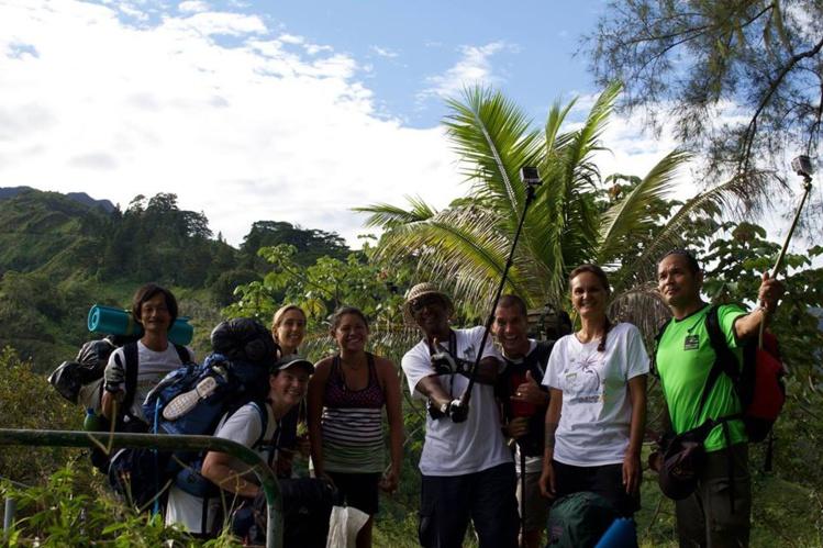 Le groupe des rando-nettoyeurs mobilisé au cours du week-end dernier pour des travaux de bricolage dans les refuges du mont Aorai.