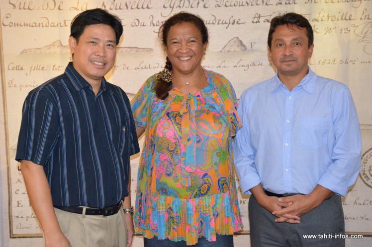 Karl Lis, président de la délégation Polynésie française de la Croix rouge, en compagnie de Lana Tetuanui et de Nuihau Laurey.