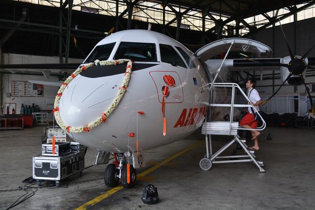 """Voici le """"F-ORVN"""" baptisé """"Rereara'i"""" arrivé à Tahiti le 10 novembre; son frère jumeau le """"F-ORVS"""" arrivé à Tahiti ce mardi est baptisé """"Rereatau""""."""