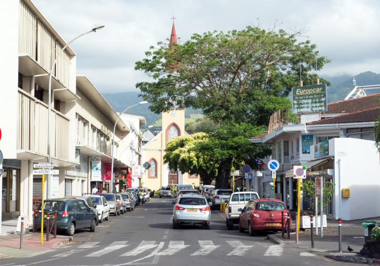 La rue Jeanne d'Arc actuellement avec à gauche le bloc Donald et à droite le centre Vaima.