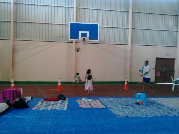 La salle multi-sports de Moenoa à Tiarei accueille les familles qui ont perdu leurs maisons