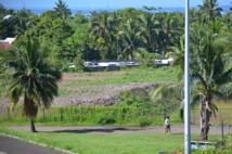 A l'emplacement de l'ancien hôtel Sofitel Maeva Beach, des monticules de terre, prêts à être utilisés pour des remblais attendent depuis plus d'un an et demi d'être utilisés. Mais l'étude d'impact environnemental n'arrive que maintenant.