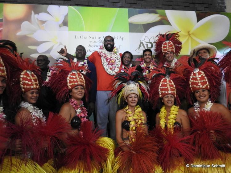 """Le colosse de plus de 2m et un quintal animera des """"training camps"""" à Fautaua les 21, 22 et 23 décembre et ira à la rencontre des jeunes Polynésiens."""
