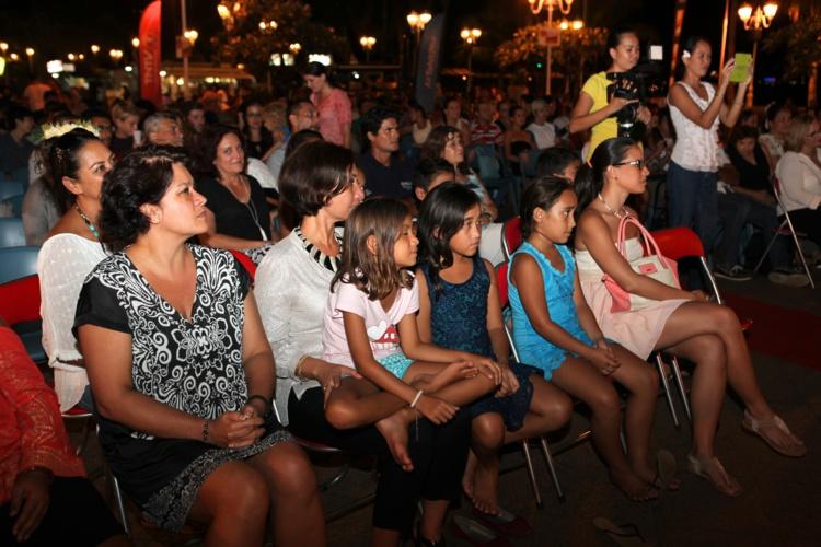 Les films sélectionnés ont été projetés sous l'œil attentif du public, et notamment de Nicole Sanquer, ministre de l'Éducation, et de Mateata Maamaatuaiahutapu, directrice générale de TNTV. (Photo : SB)