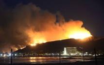 Californie: un incendie provoque coupures de routes et évacuations