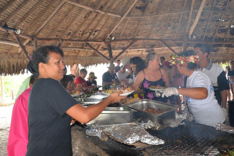 le pua rôti remplace la traditionnelle dinde