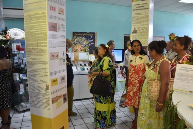 Des totems relatant cette première liaison radiotélégraphique entre Tahiti et la France ont été installés au sein du bureau de Poste de Mahina.