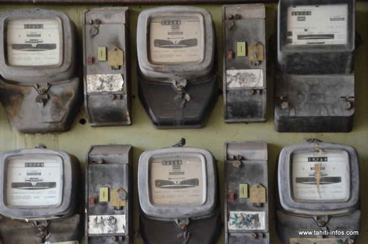 Après une baisse moyenne des tarifs de 4 % en mars 2015, le gouvernement a annoncé en décembre une nouvelle baisse moyenne de la facture d'électricité de 4,5 % pour le 1er mars.