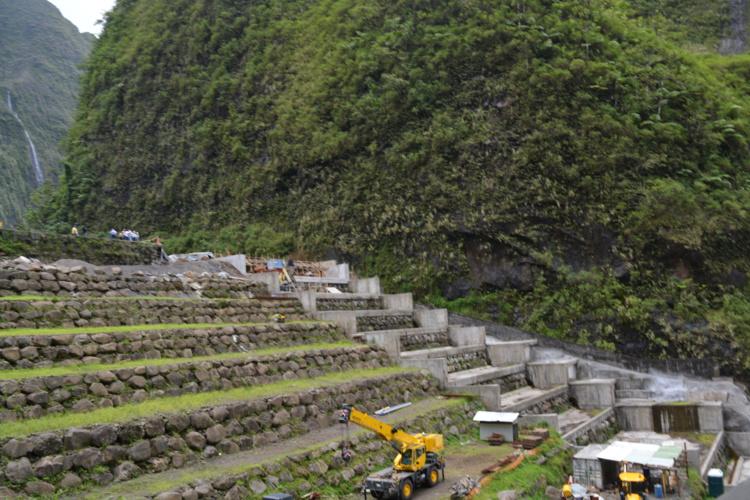Le barrage de Titaaviri dans une des vallées de Teva i Uta (ici en octobre 2014). Sur ces installations, la SA Marama Nui a prévu des investissements importants pour renforcer le barrage et éviter les pertes de production.