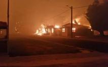 Un village de l'Ouest australien ravagé par un impressionnant incendie