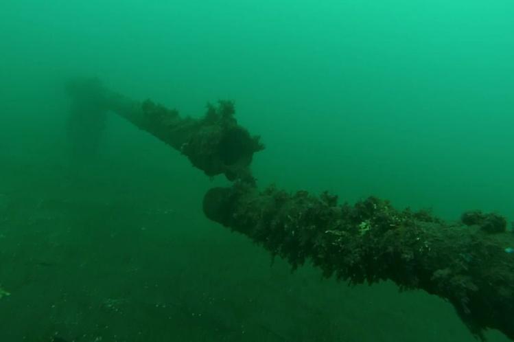 """Une image sous-marine de la canalisation """"déboîtée"""" prise par une société de plongeurs en début de cette semaine. Cela se situe entre 10 et 30 mètres de profondeur et à 150 mètres à peine du bord de la plage."""