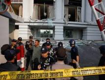 Indonésie: explosions causées par une bombe au centre de Jakarta, au moins trois morts