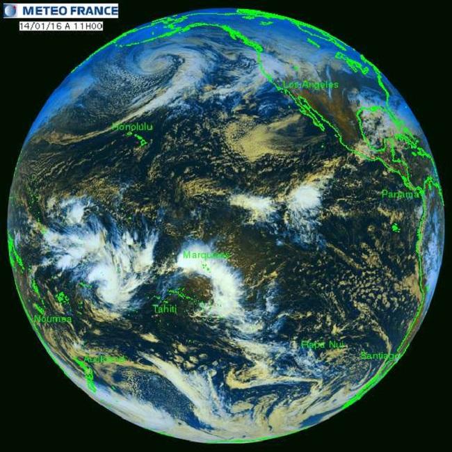 Dans cette image de Météo France, les masses en blanc, correspondent à des nuages denses, épais et froids, généralement précipitants. Ce sont principalement des grappes orageuses et des systèmes convectifs tropicaux.