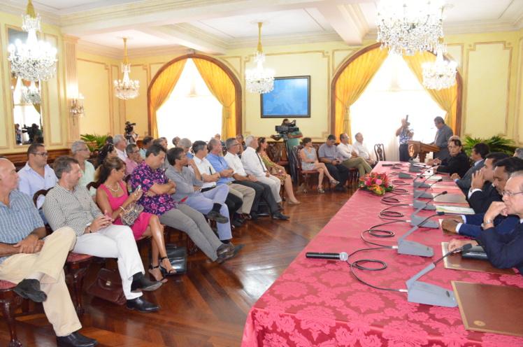 Le président Fritch a reçu les organisations patronales polynésiennes jeudi pour présenter les vœux du gouvernement pour 2016 et défendre son bilan 2015.