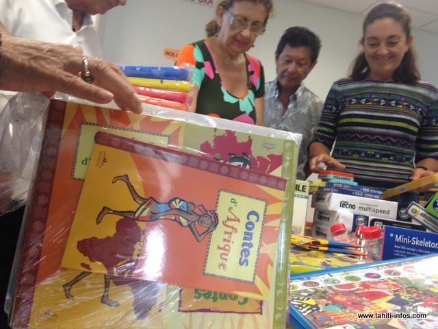 Plusieurs livres, cahiers ou encore feuilles de dessins ont été remis vendredi matin au service pédiatrie