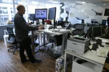 """Les Français commencent à adopter le """"bureau assis-debout"""""""