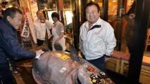 """Japon: le """"roi du thon"""" pleure le départ prochain du marché Tsukiji, âme du sushi"""