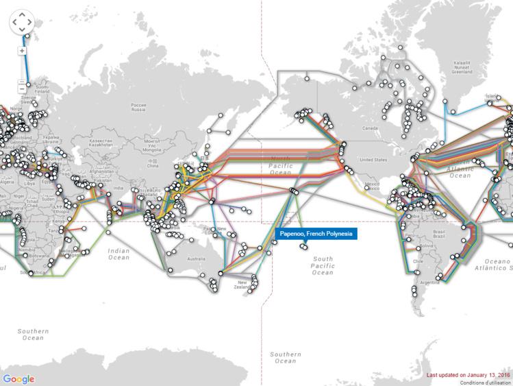 Tous les câbles sous-marins dans la région Pacifique, en service ou dont la construction est décidée. (Source : submarinecablemap.com)