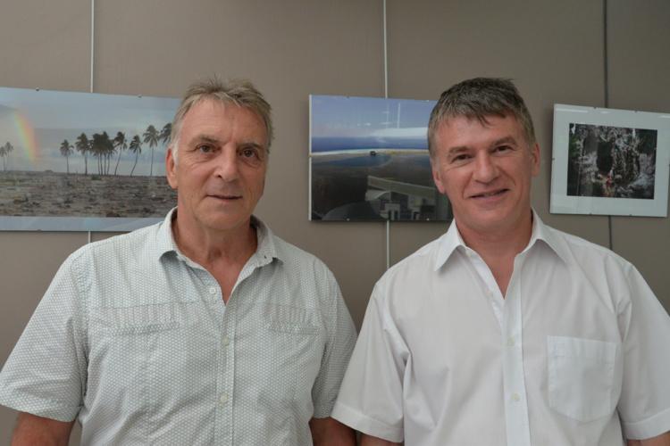 Christian Jost ( à gauche) géographe à l'UPF et Philippe Folliot, député du Tarn venu soutenir la mission Passion 2015.
