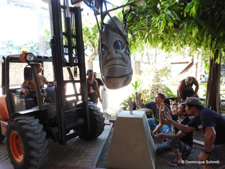 La nouvelle sculpture de Teva Victor trône devant la Maison de la Culture