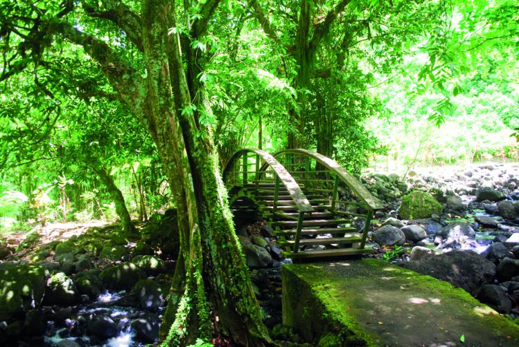 Dans ce lieu s'est déroulée la légende dite des trois cascades qui compte la rencontre de la jeune Faùai et de Ivi, le génie de la vallée
