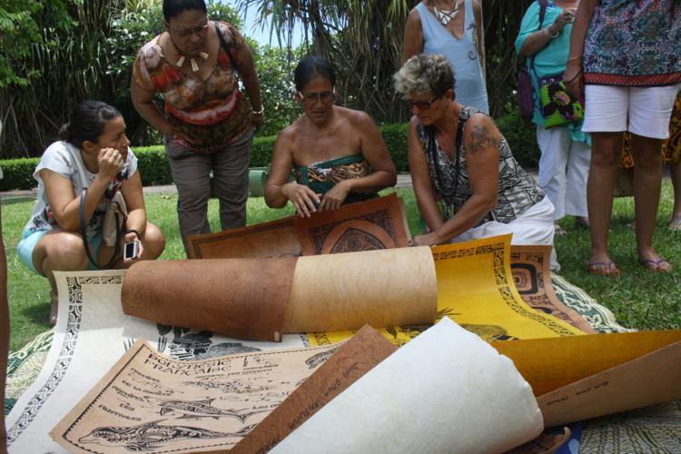 Michel Charleux, connu pour ses recherches à Eiao, aux Marquises, a organisé avec Malia Gaveau, de la délégation du territoire de Wallis et Futuna, le Festival du tapa, lien culturel d'Océanie, en 2014 (photo). Il sera associé au projet de ce docu-fiction.