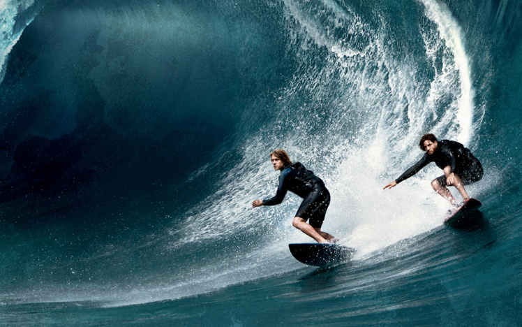 Surf, saut en parachute, wingsuit… du beau spectacle en perspective avec des séquences qui devraient couper le souffle !