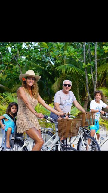 Mareva Georges en famille, avec son tane Paul Marciano et ses deux enfants Ryan et Gia. (Photo : DR)