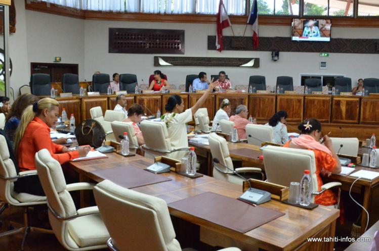 La partie de l'hémicycle à proximité immédiate de la tribune du gouvernement est revendiquée par le groupe RMA.
