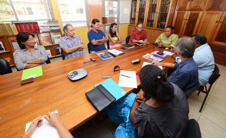 Une délégation calédonienne visite l'Institut Louis Malardé