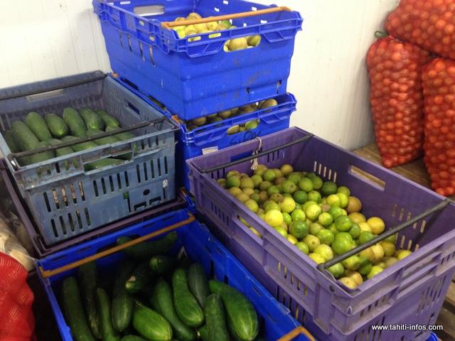 Choux, concombres, carottes ou encore pastèques, les producteurs locaux sont ravis de ce partenariat. Après la livraison, chacun va récupérer son chèque au service comptabilité
