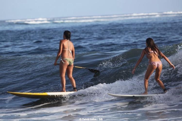 Le surf féminin connait un certain essor à Tahiti