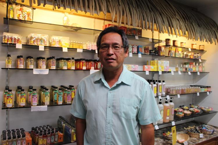 Daniel Lagny, gérant de la Parfumerie Tiki est membre du Groupement interprofessionnel du mono'i de Tahiti.