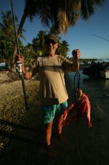 """Retour de pêche alors que le soleil se couche. """"J.J."""" a cartonné à 120 m de profondeur ; il pourra savourer quelques paru."""