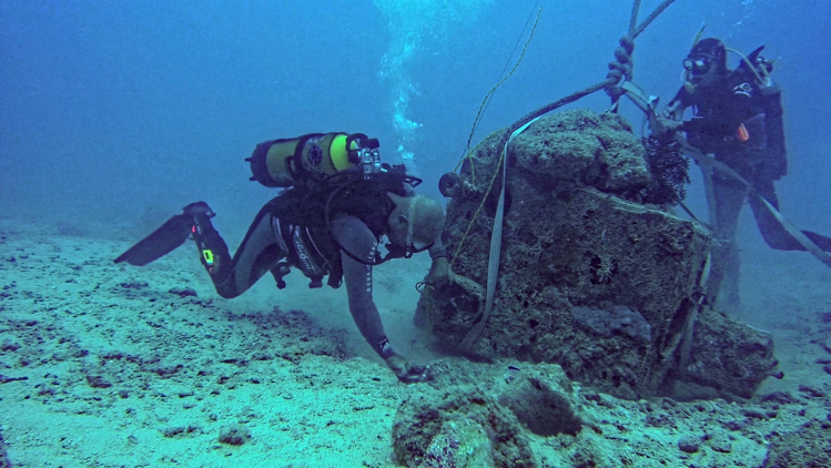 Nouvelle-Calédonie : une pièce peut-être unique au monde remontée de l'épave d'un bateau au curieux destin