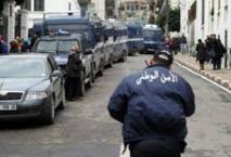 En Algérie, la police arrête un voleur endormi à côté de son butin