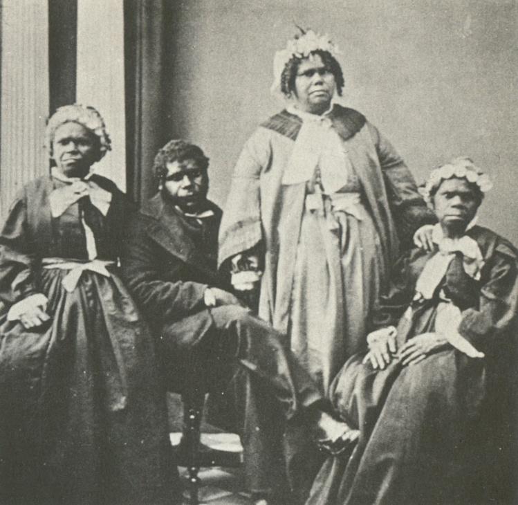 Truganini (à droite) et trois autres Aborigènes de Tasmanie en 1861. Ils étaient les derniers survivants du génocide.