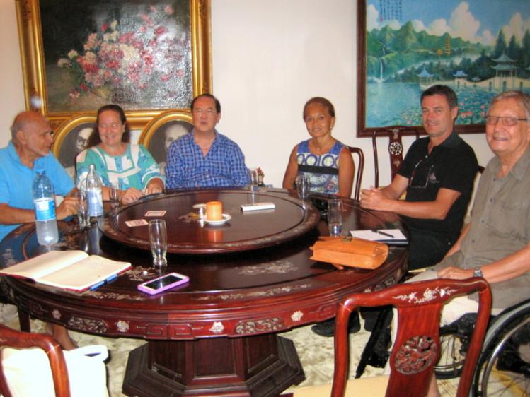 Première réunion  du comité pour créer le Fonds d'aide aux handicapés, au domicile de Paul Yeou Chichong.