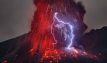 Eruption du volcan Sakurajima dans le sud du Japon