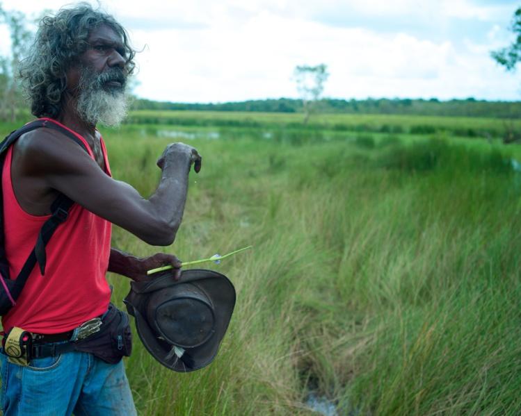 """Dans """"Another Country"""", le comédien australien et aborigène David Gulpilil raconte l'histoire de de son peuple dont le mode vie a été interrompu par celui des """"Blancs""""."""