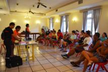 Sensibilisation aux gestes qui sauvent ce samedi après-midi après-midi à la mairie de Papeete. Les stagiaires ont reçu à l'issue de la séance une attestation.