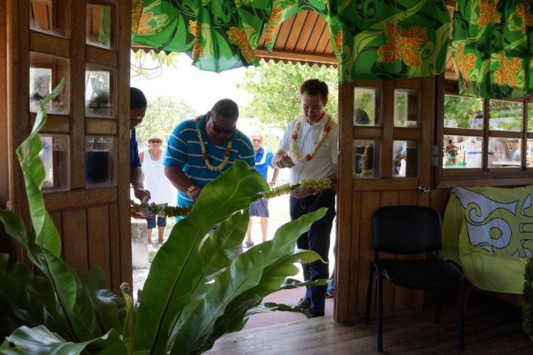 La nouvelle antenne de l'Adie a été inaugurée en présence du cinquième adjoint au maire de Rangiroa.