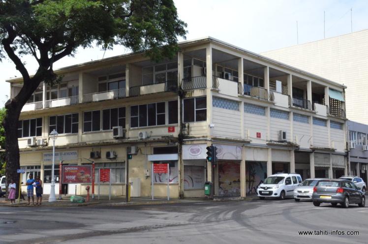 Le Pays a décidé de démolir l'immeuble Juventin pour cause de vétusté et projette de construire à la place un bâtiment administratif de 5 étages, courant 2017.