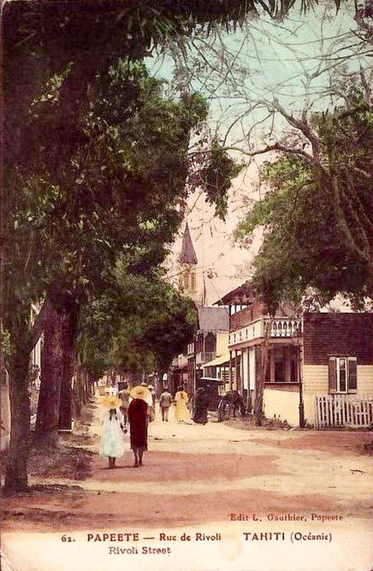 La rue de Rivoli vers 1910. Carte colorisée Lucien Gauthier