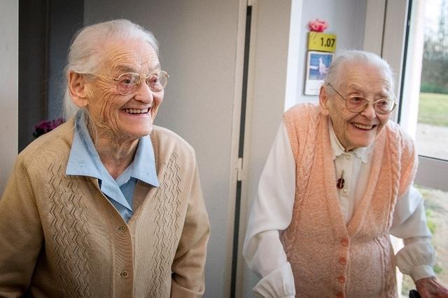 France: deux sœurs jumelles fêtent leurs 208 ans