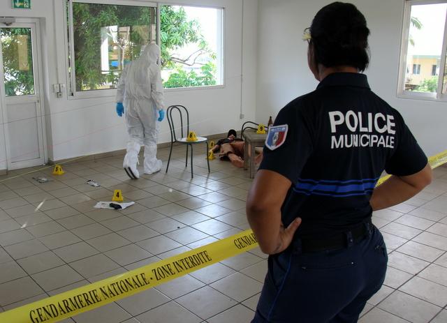 Les mutoi sur les lieux du crime au camp de gendarmerie de Faa'a
