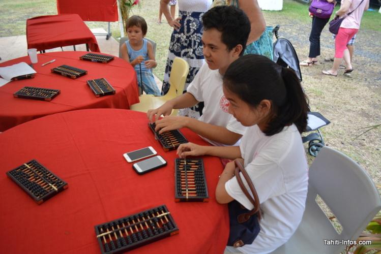 L'utilisation des bouliers chinois est beaucoup plus compliquée que la calculatrice de son smartphone !