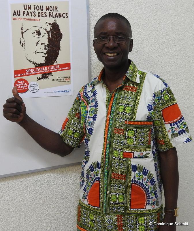 Fort de son succès en 2008, Pie Tschibanda est de retour pour faire changer les mentalités et notre regard sur l'autre.